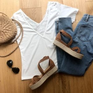 NWT V-NECK WHITE LACE TEE - M